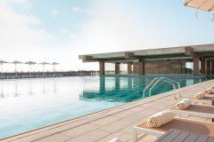 beach-and-pool-area-reinadelmar-2019-1800x900