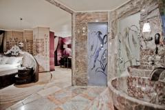 f_Bathroom-Round-Studio-Royal-Castle-1_f_1