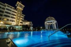 3SB_HelenaSands_night_pool