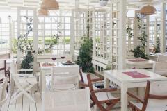 f_Restaurant-garden-01_f_1