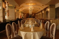 3VictoriaPalaceMain-restaurant