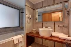 Junior_Suite_bath_2580